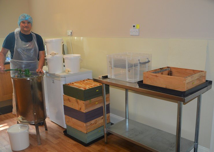 Simple hygienic honey processing for a small-scale beekeeper – part 1 extraction